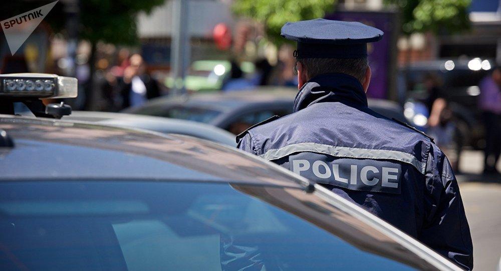 Сотрудник патрульной полиции в оцеплении