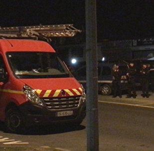 Автомобиль протаранил пиццерию в пригороде Парижа