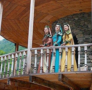 Женщины в национальной одежде в высокогорной Аджарии
