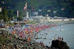 Отдыхающие на черноморском побережье в Сарпи, Аджария