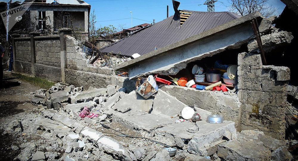 Разрушенный в результате взрыва на газозаправочной станции жилой дом, находившийся от нее в 20 метрах