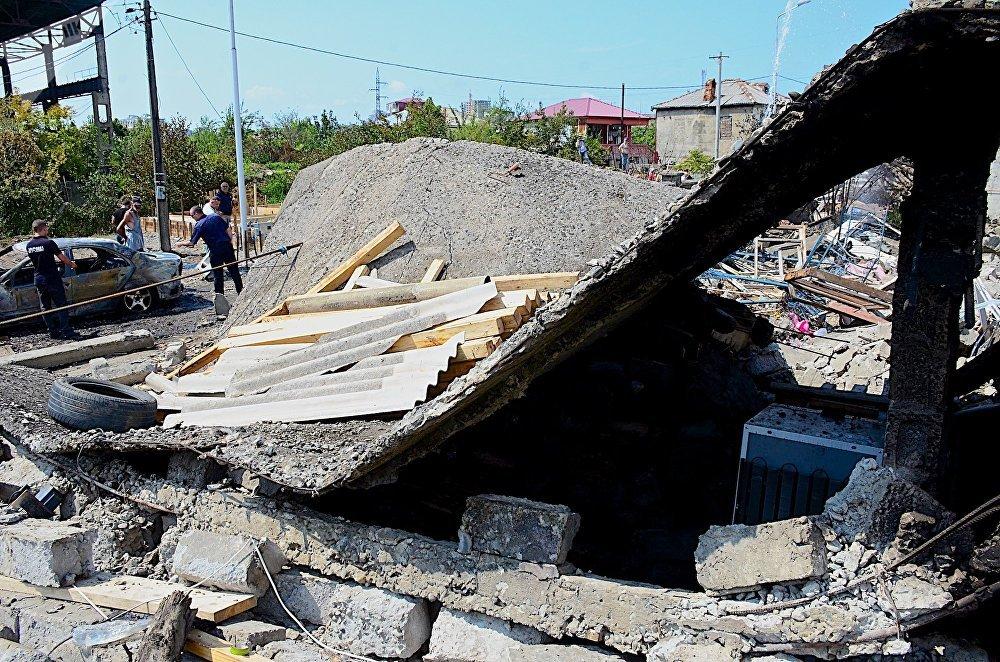 Разрушенный взрывом дом - взрывная волна была такой силы, что привела к разрушению капитальных построек