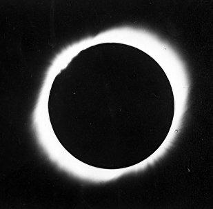 Снимок солнечной короны, наблюдаемой с помощью коронографа