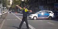 Полиция на месте наезда машины на людей в Барселоне