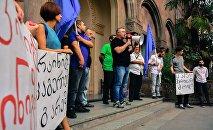 Акция железнодорожников у административного здания ГЖД в Тбилиси
