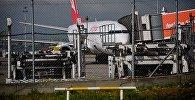 Пассажирский самолет в тбилисском аэропорту