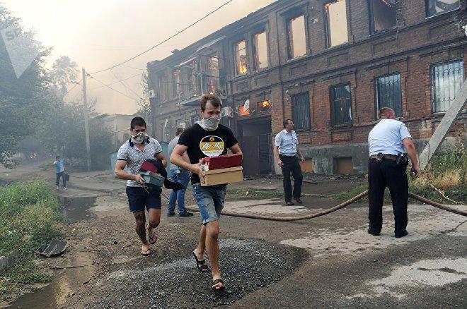 Пожар на территории жилого сектора в Ростове-на-Дону