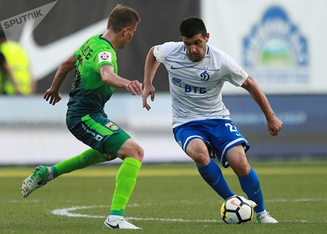 Игрок ФК Уфа Джемал Табидзе (слева)