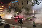 В Финиксе полиция применила слезоточивый газ против протестующих