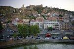 Вечерний Тбилиси в лучах заходящего солнца