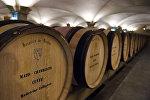 Бочки с вином в городе Бон, центральная Франция