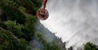 Тушение лесного пожара с помощью вертолета Ми-8 пограничной службы МВД Грузии