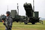 Солдат Японии принимает участие в тренировке для мобилизации своего ракетного подразделения Patriot Advanced Capability-3 (PAC-3) в ответ на недавний запуск ракеты Северной Кореей на авиабазе ВВС США