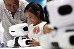 В Китае открылась Всемирная конференция роботов. На конференции ведущие мировые предприятия и научно-исследовательские институты покажут свои последние достижения в робототехнике