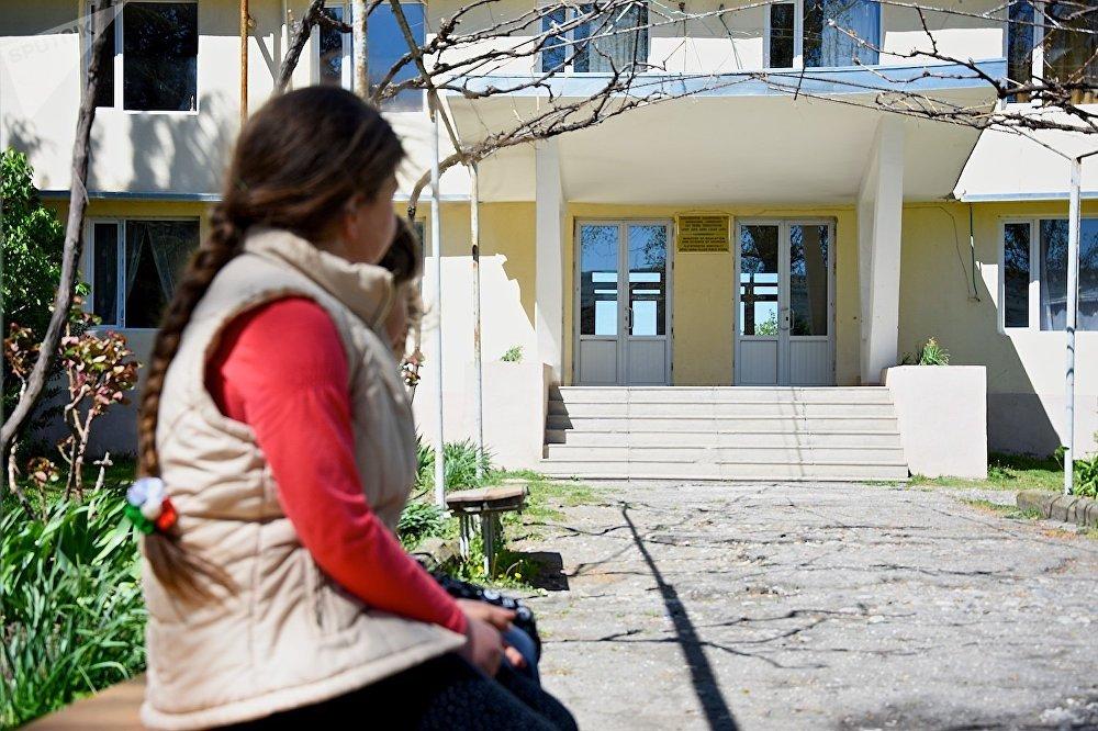 სკოლა სოფელ ქანდაში, სადაც ასურული ცეკვის კლუბიც ფუნქციონირებს.