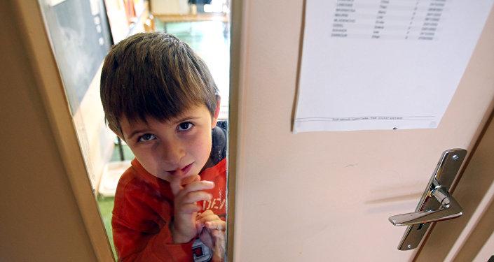 Мальчик, больной аутизмом, в детском саду во Франции