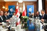 Президенты Грузии и Польши Георгий Маргвелашвили и Анджей Дуда на встрече в Варшаве