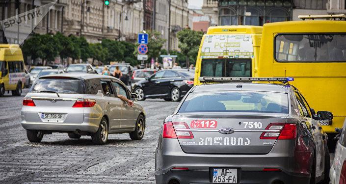 Машины на дорогах столицы Грузии