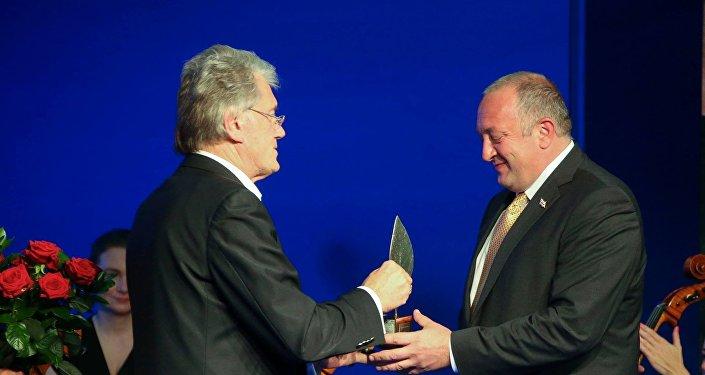 Экс-президент Украины Виктор Ющенко и президент Грузии Георгий Маргвелашвили в Польше