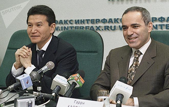 Г.Каспаров и К.Илюмжинов на пресс-конференции в Москве