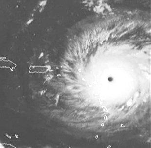 Самолет пролетел сквозь око урагана Ирма