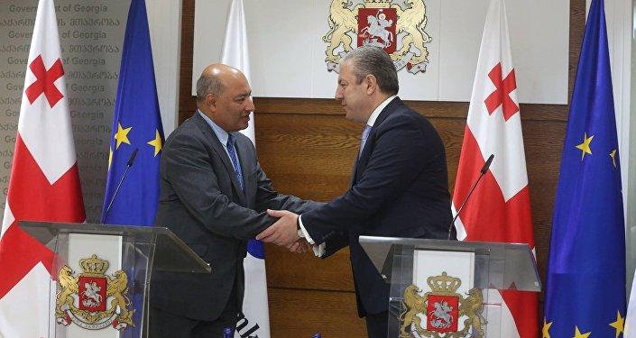 Президент ЕБРР Сума Чакрабарти и премьер Грузии Георгий Квирикашвили