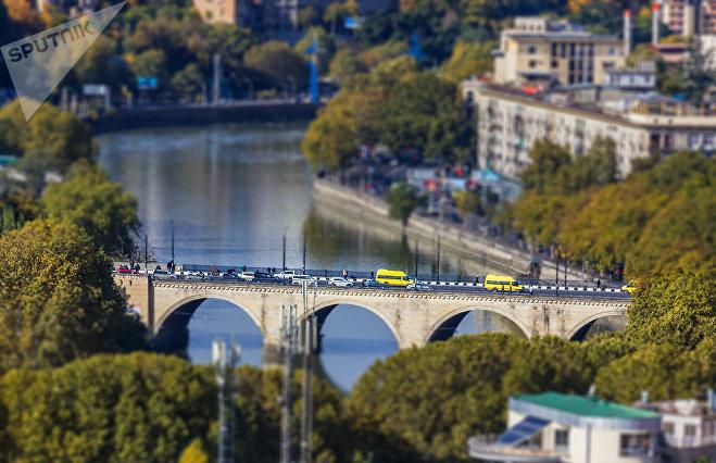Мост Галактиона Табидзе в Тбилиси