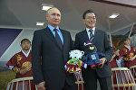 Путину подарили талисманы Олимпиады-2018 и Паралимпиады в Пхенчхане