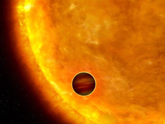 Впечатление художника о планете размером с Юпитер, проходящей перед ее родительской звездой