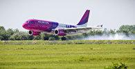 самолет компании Wizz Air