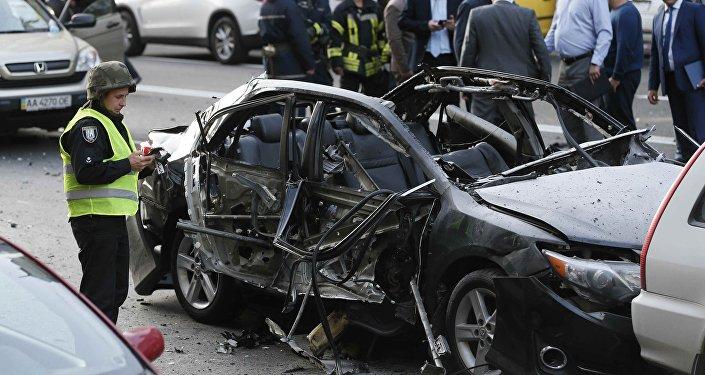 Следователи и полиция на месте взрыва в Киеве