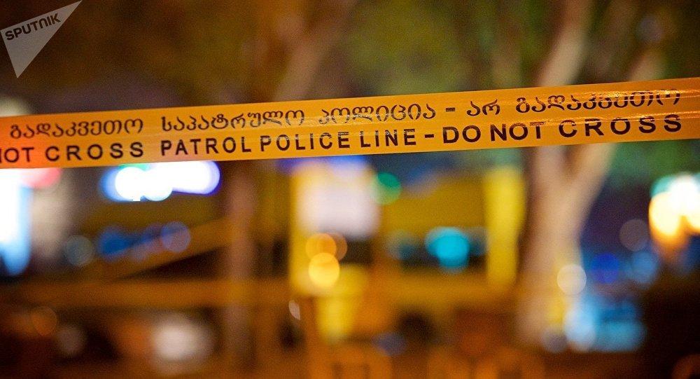Полицейская лента, протянутая вокруг места взрыва в грузинской столице