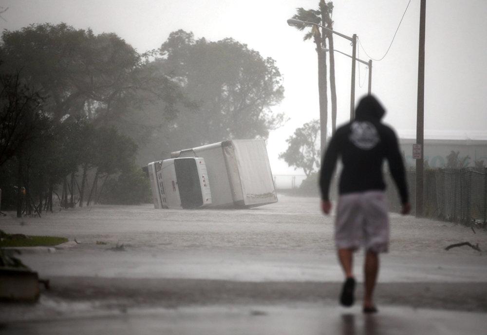 გადაბრუნებული სატვირთო მაიამიში - ქარიშხალი ირმას შედეგები