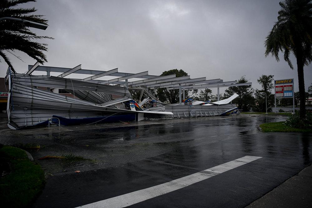 ქარიშხალი ირმას შედეგად განადგურებული ბენზინგასამართი სადგური ბონიტა-სპრინგსი