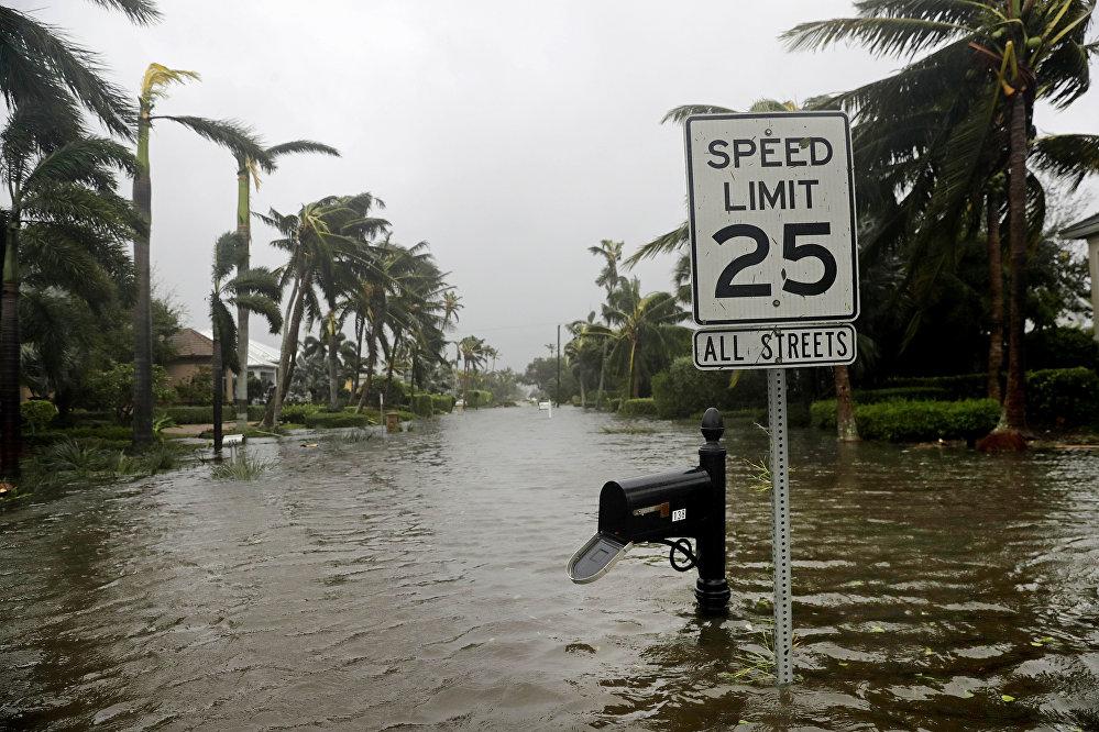 ქალაქი ნეაპოლის დატბორილი ქუჩები ქარიშხლის შემდეგ