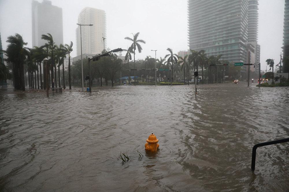 მაიამის დატბორილი ქუჩები ქარიშხალი ირმას შემდეგ