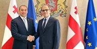 Министр финансов Грузии Дмитрий Кумсишвили и директор департамента стран Ближнего Востока и Центральной Азии МВФ Джихад Азур
