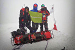 Спасатели на горе в Казбеги