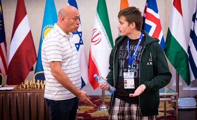 Гроссмейстер Антон Ковалев получает предупреждение за нарушение дресс-кода на Кубке мира