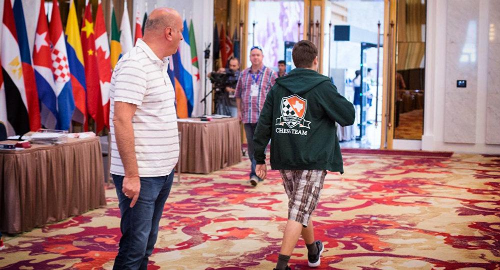 Гроссмейстер Антон Ковалев покидает Кубок мира в столице Грузии - репортаж об этом был опубликован на портале Chess.com