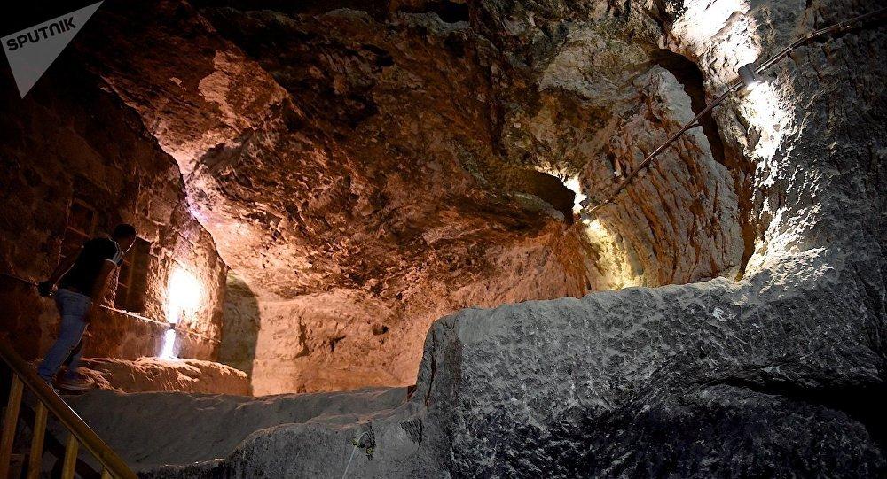 Подземные тоннели в пещерном комплексе Вардзия, ведущие к храму Успения Богородицы