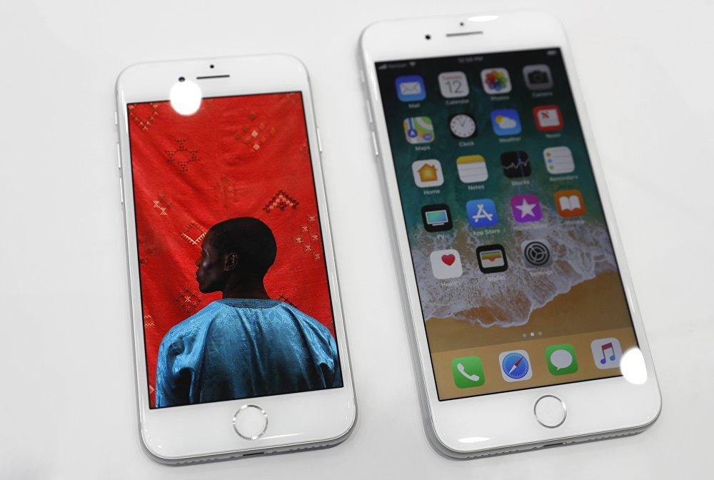 В камерах новых iPhone использован новый сенсор разрешением 12 мегапикселей. Реализованы улучшенные возможности по автофокусировке, цветопередаче, стабилизации. Камера также способна записывать видео в 4К при 60 кадрах в секунду, а также в 1080р при 240 кадрах в секунду