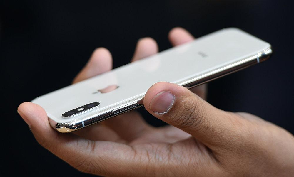 iPhone X будет продаваться в 2 форматах — 64ГБ и 256ГБ. Цена смартфона составит от 1000 долларов. Будет доступен в цветах Silver и Space Gray
