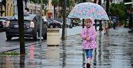 გოგონა წვიმაში