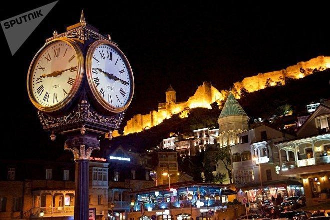 Часы на Мейдане - старая площадь в Тбилиси