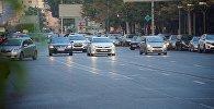 Машины на одной из улиц грузинской столицы