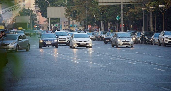 ავტომობილები თბილისის ქუჩებში