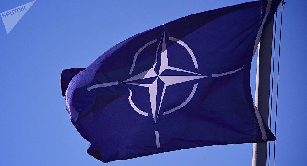 Флаг НАТО на территории учебного центра JTEC на военной базе в Крцаниси