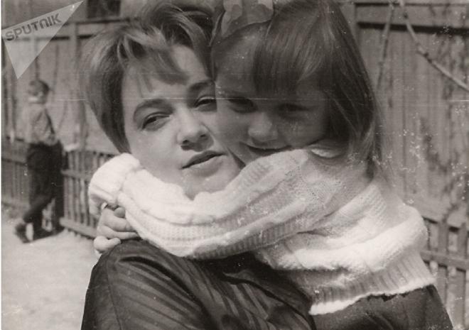 Нина Мамардашвили с дочкой Аленой, 1962 год