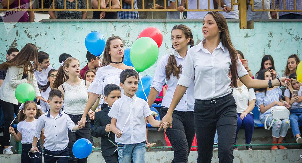 Начало учебного года в тбилисской 98-й общеобразовательной школе